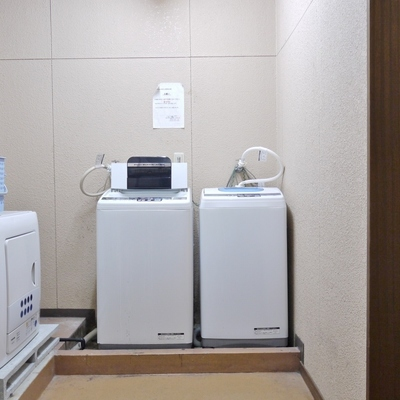 洗濯は、共有のランドリースペース。