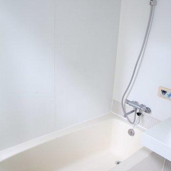 浴槽も大きい※写真は3階の同間取り別部屋のものです。
