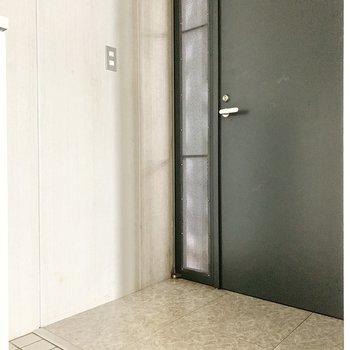 段差のないフラットな玄関です。※写真は通電前、前回募集時のものです