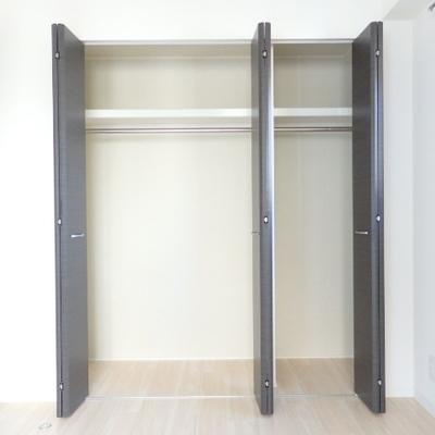 洋室の収納は大きめサイズ