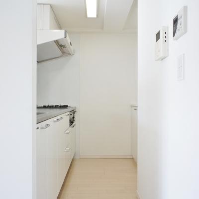 キッチン廻りもゆったりと。※写真は前回募集時のお部屋です。