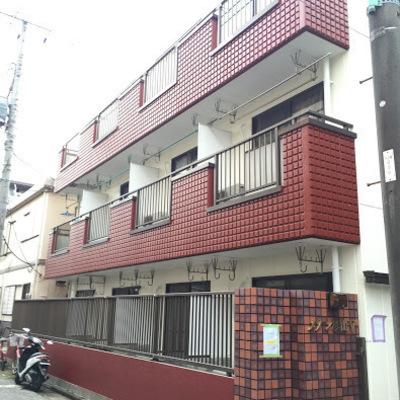 赤レンガのマンションです。