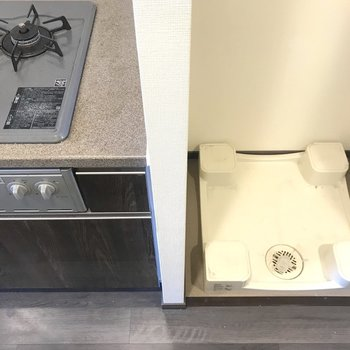 洗濯機はキッチンの隣に。