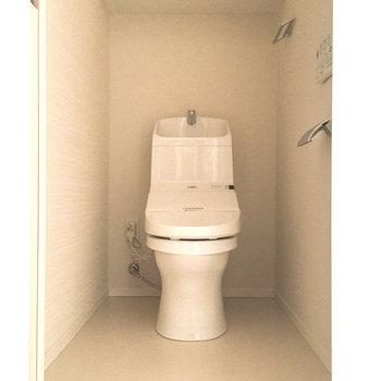 トイレは嬉しいウォシュレット付き