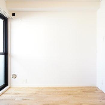 寝室側の窓から光入ってきます!※写真は前回募集時のものです