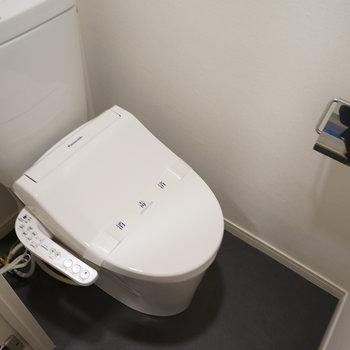 個室のトイレは新品ウォシュレットつき!※写真は前回募集時のものです