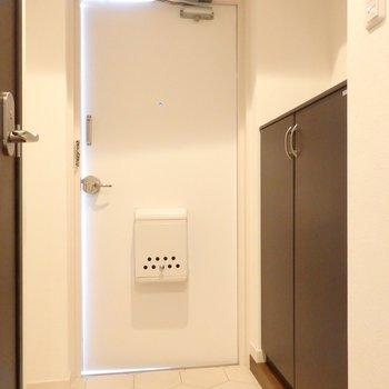 玄関もキレイに白くまとめています※写真は前回募集時のもの