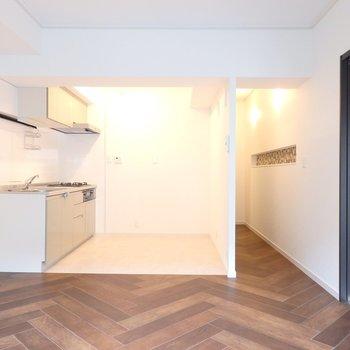 キッチンはめちゃ広いです。食器棚なども余裕で置けます※写真は前回募集時のもの