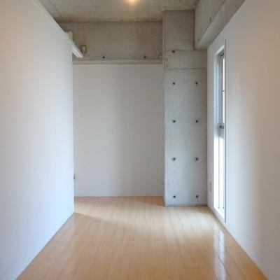 洋室は6帖。窓があるのがいいなぁ◎