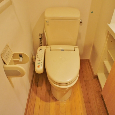 トイレは個室じゃないけどウォシュレットつき