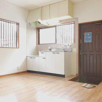 【工事前】キッチンは同じ位置に新品が設置されます
