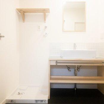 洗面台はナチュラルな雰囲気のものを新設!