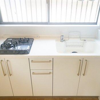 キッチンは2口ガスコンロ!料理がはかどる〜