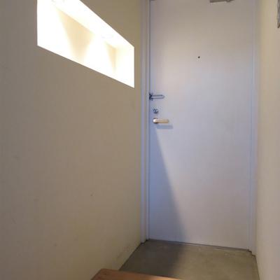 玄関ライトもおしゃれ!※写真は同間取り別部屋