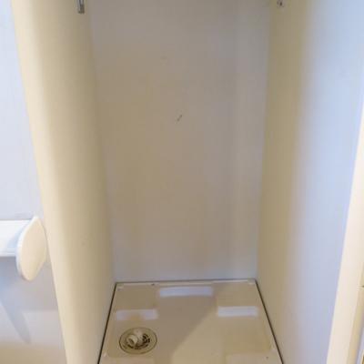 洗濯物置場は中に。※写真は同間取り別部屋