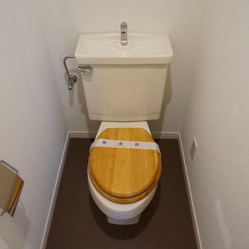 個室トイレには木製便座を!