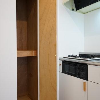 キッチン横の収納が嬉しい◎