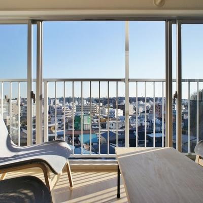 窓の開口も大きくて景色もいい※こちらはシェアキッチンのお部屋です