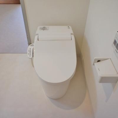 タンクレストイレ。ウォシュレット付き。※写真は前回募集時のものです。