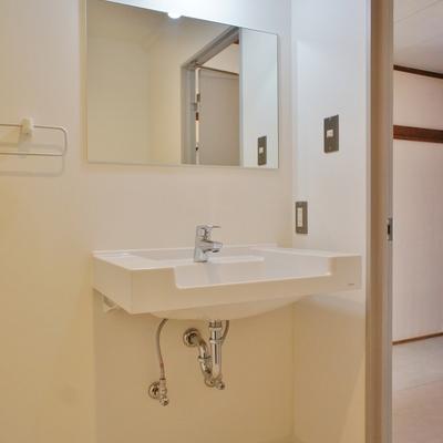 シンプル洗面台と、※写真は前回募集時のものです。