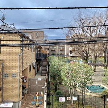 6帖洋室からの眺望は公園!