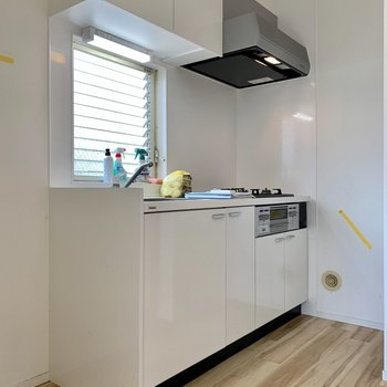【DK】立派なシステムキッチンですよ〜※写真はクリーニング前のものです