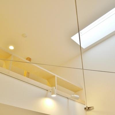 たかーい天井にこれまた採光面。※写真は前回掲載時のもの