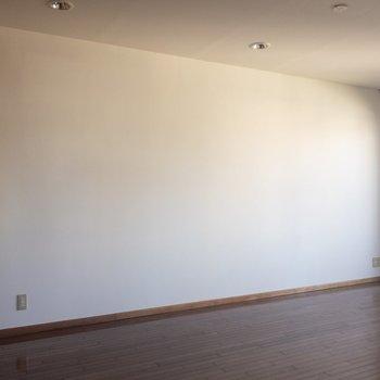 お部屋の雰囲気に合うインテリアを選びたい。
