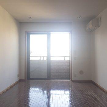 居室は約9帖。ひろびろ使えます♪