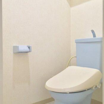 トイレももちろん個室。バニラとソーダ味のアイスみたいな組み合わせにキュン