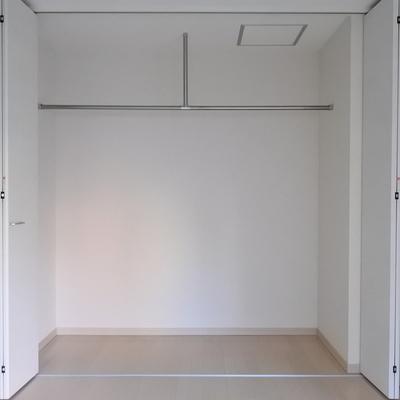 収納は大容量!!扉が折れ戸なのがまた使いやすくて良い!