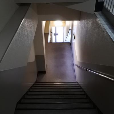 そしてこの階段を4階まで。。。頑張ろう!!!