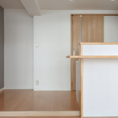 キッチン部分はちょっと高くなってます。