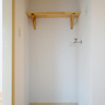 洗濯機置き場の上に棚を♪