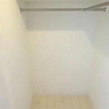 余裕のウォークインクローゼット!※写真は6階の同間取り別部屋のものです
