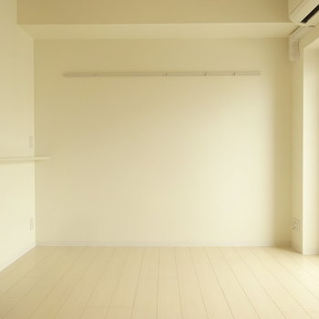 ハンガーフックも付いていて便利です。※写真は6階の同間取り別部屋のものです