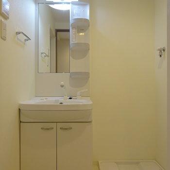 洗面台とトイレは一緒のスペースになります。※写真は6階の同間取り別部屋のものです