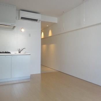キッチンもこちら側に※写真は3階の同間取り別部屋のものです