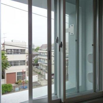 騒音対策に、二重窓!※写真は4階の同間取り別部屋です。