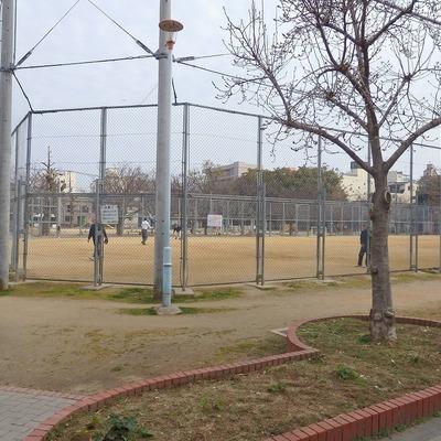 近くには広い公園もありますよ!