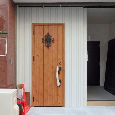 玄関ドアがキュートでしょ。