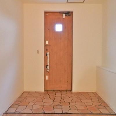 玄関はヨーロピアン。