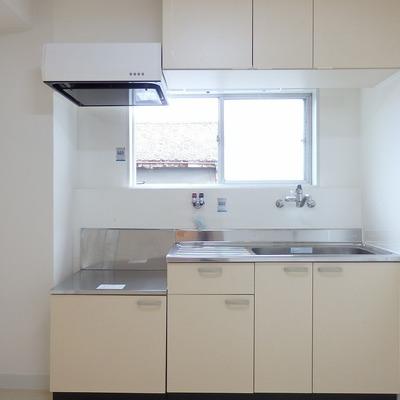 キッチンはコンロを設置するタイプ。