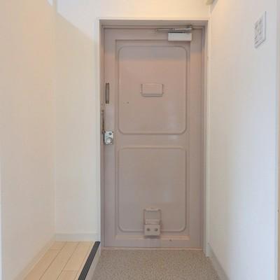 玄関横にはシューズボックスを置いてください。