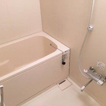 お風呂は追い焚き付きです!※写真は前回募集時のものです