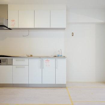 キッチンもデーンと大きい※写真は工事中です