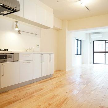 大きなキッチンのある開放的な空間♪