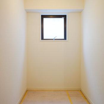 廊下には大きな納戸も!※写真は工事中です