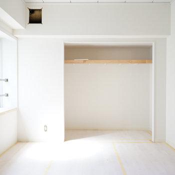 5.5帖の寝室にもしっかり窓が◎※写真は工事中です