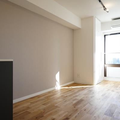 【イメージ】光にあたった無垢床はとっても心地の良いものです。